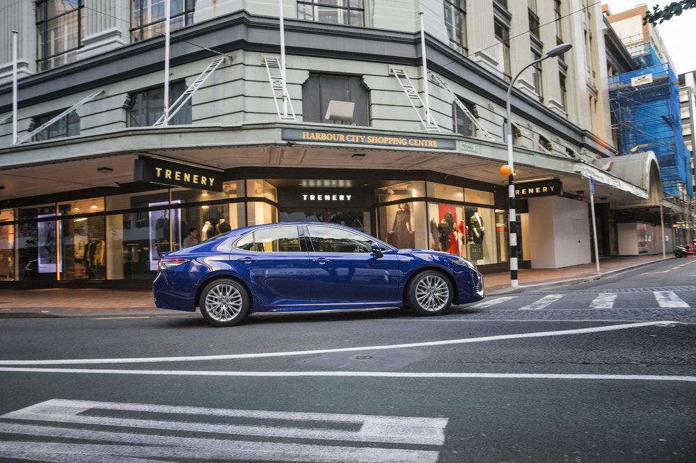 2018 Toyota Camry, ZR hybrid, blue crush, side profile, moving shot.jpg
