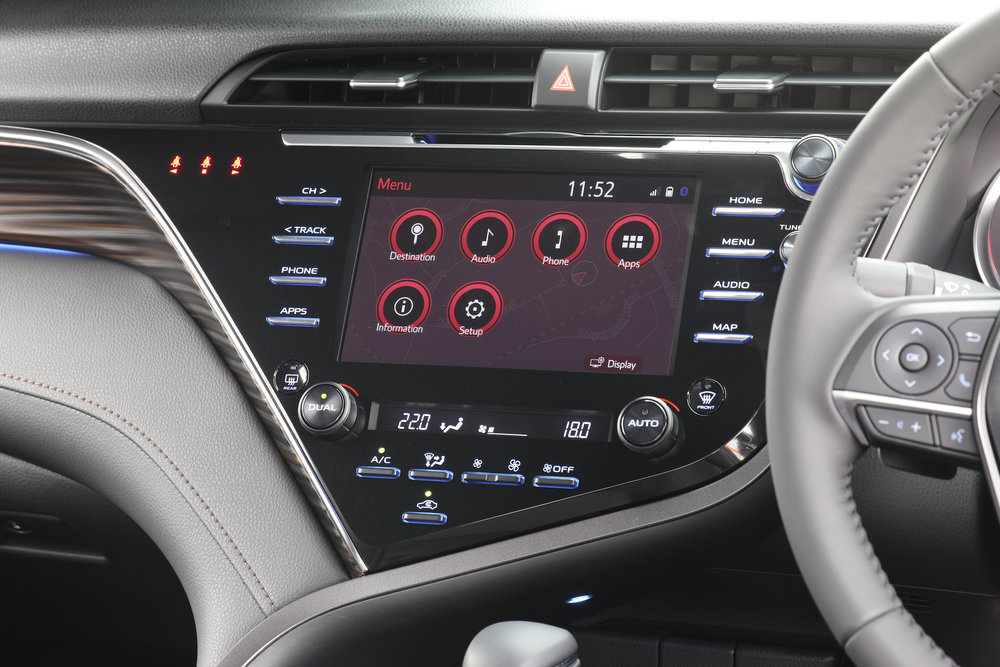 2018 Toyota Camry, ZR hybrid engine, multi information display.jpg