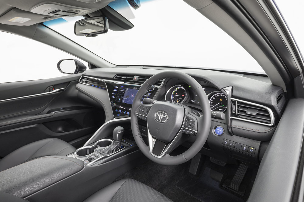 2018 Toyota Camry, ZR hybrid engine, steering wheel.jpg