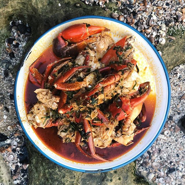 Mud crabs 🦀 on the beach with chilli oil or saffron butter? Both equally good thank you @jacqui_challinor @tristancooksandeats 🤤 🤤 🤤