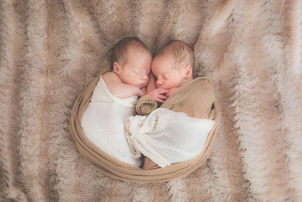 Twins.Circle.Gold-8129.jpg