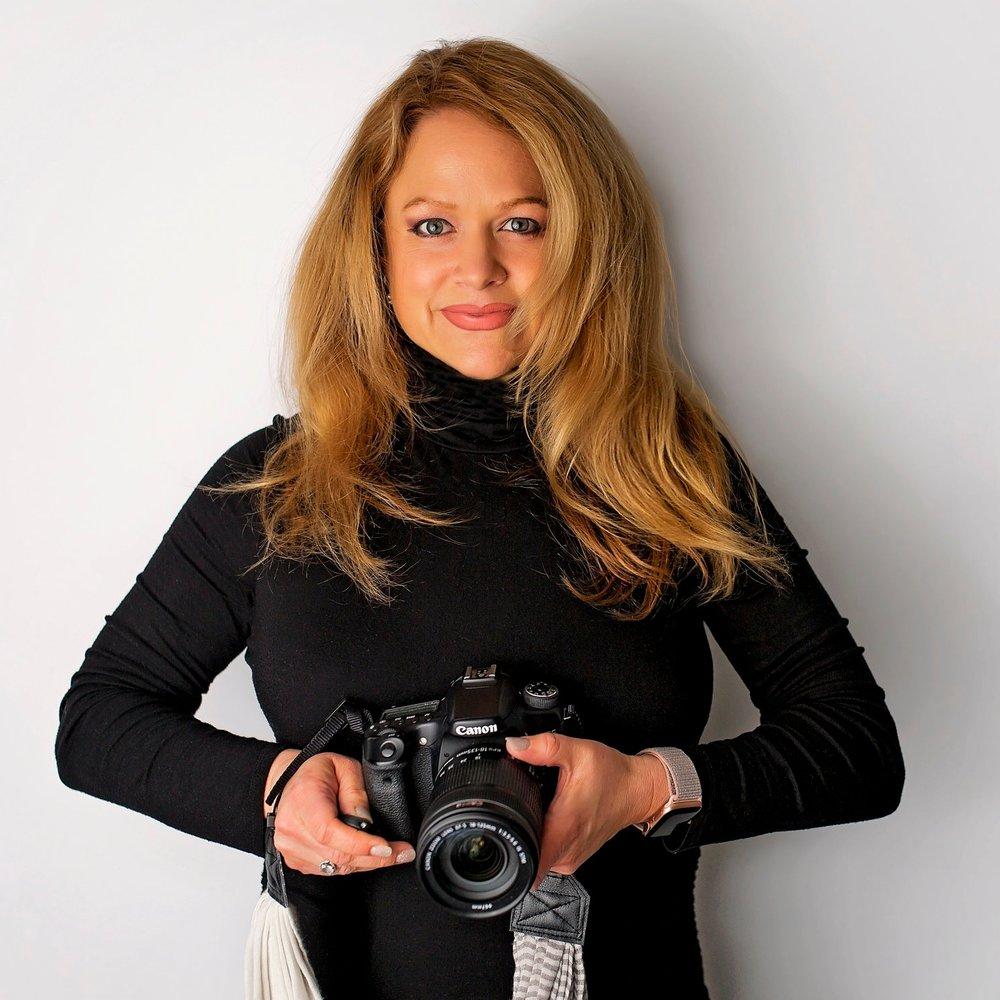Hi! I'm Stephanie. - The lefty behind the lens.