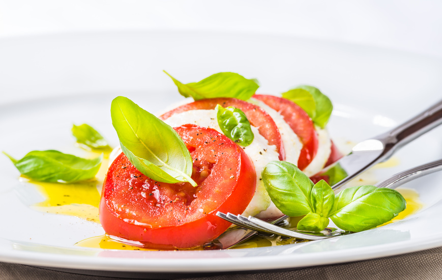 Bail-Mozzarella-tomatoes-caprese-salad.jpg