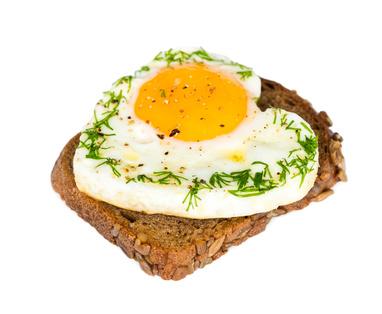egg on toast_83870311_XS.jpg