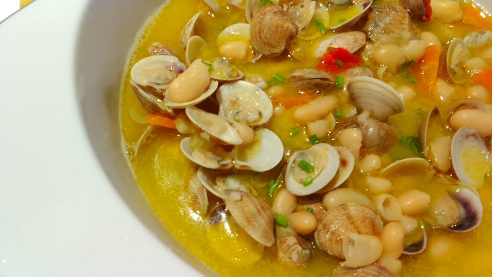 Op koken staat geen leeftijd - Wat staat er op het menu (programma)- Focaccia- Rozemarijnstengels- Soepje van bonen en Vongole- Paprikasoepje met Sint Jacobsvruchten-Sabayon met Butternut25.95 euro