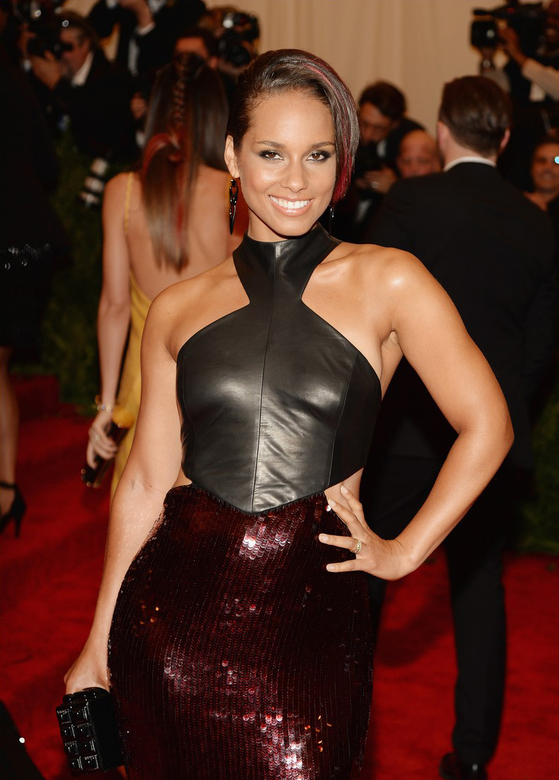alicia-keys-met-ball-2013-red-carpet-02-tonya-hawkes.jpg