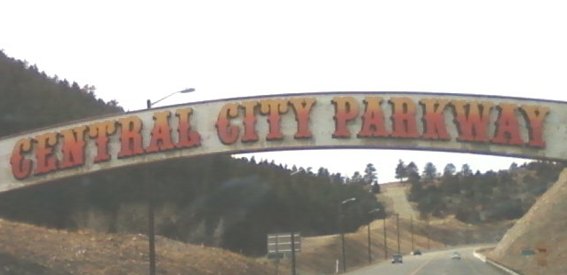 Central_City_Parkway_Archway.jpg