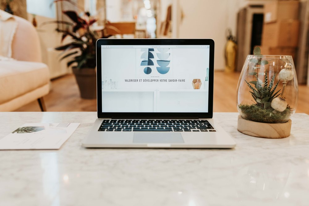 Création site Web - Cahier des charges sur les besoins et les objectifs du site internetConception du site internetAchat nom de domaine + abonnement 1 an à un CMSOptimisation du contenu pour un référencement naturel de qualitéMise en ligne et formation