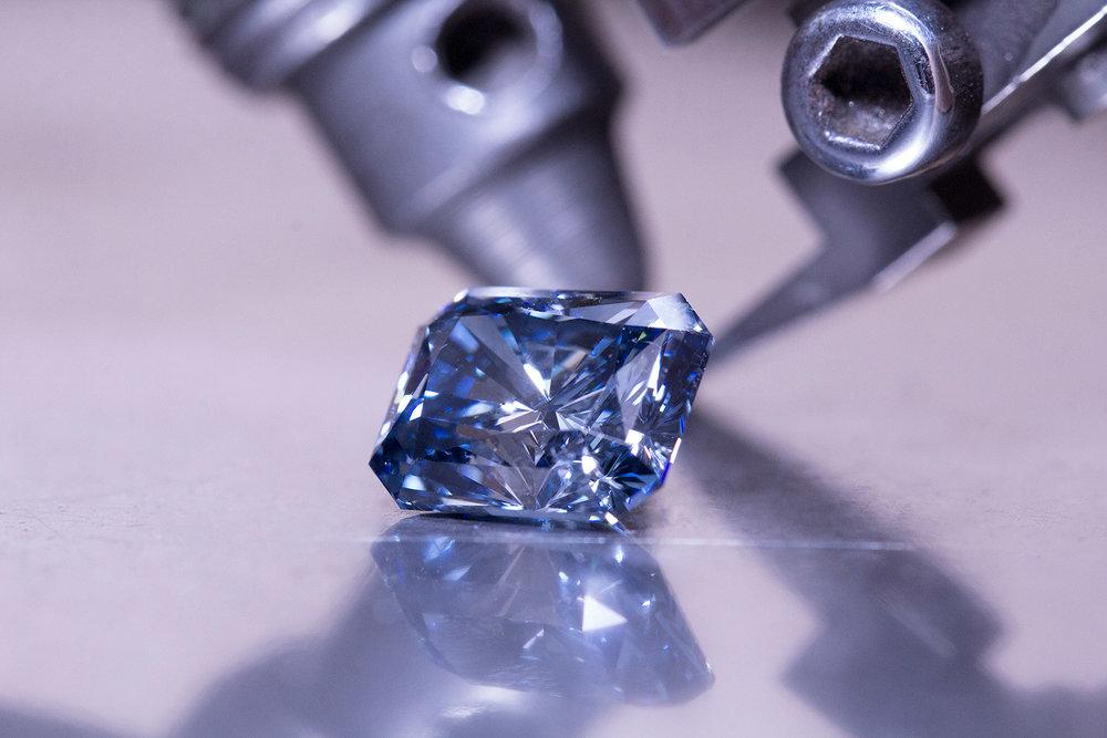 40-Sous-Le-Charme---Blue-Diamond.jpg