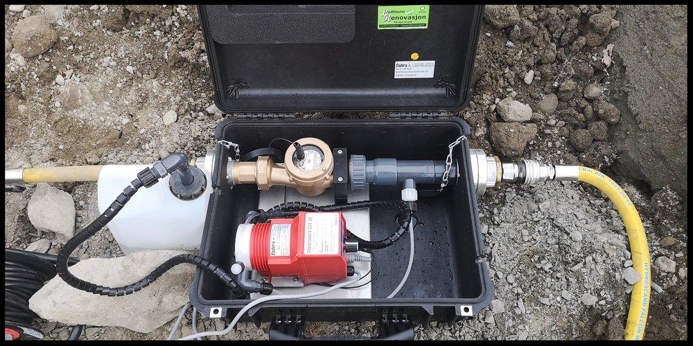 Klor og nøytraliseringvæske doseres automatisk med riktig verdi basert på vannmengden/flow