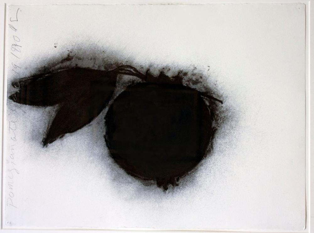 Donald Sultan    Pomegranate, 1990  Carboncillo sobre papel  57,1 x 75,9 cm