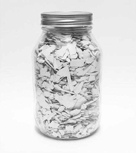 White  , 2013  Acrilico y bote de cristal  18 x 10 cm