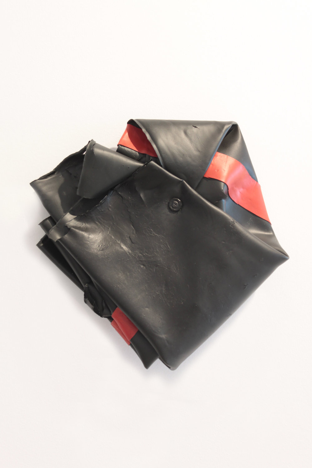 Untitled (Black-Red)  , 2015  Acrilico, tornillo y caucho sobre madera  28 x 10 cm