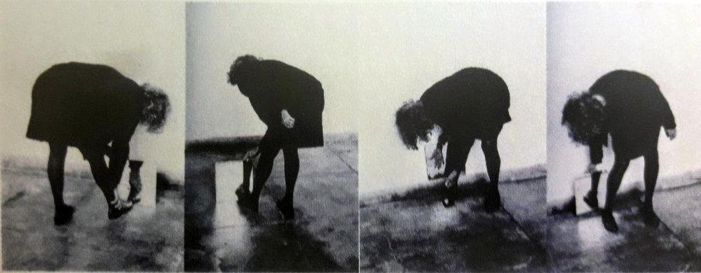 Helena Almeida    Dentro de mim,  2000  Fotografía sobre papel  132 x 90 cm (x4)