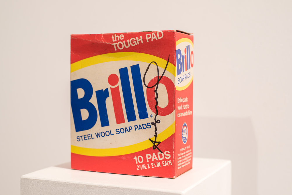 Andy Warhol   Brillo Box , 2017  Cartón  16 x 13 x 6 cm