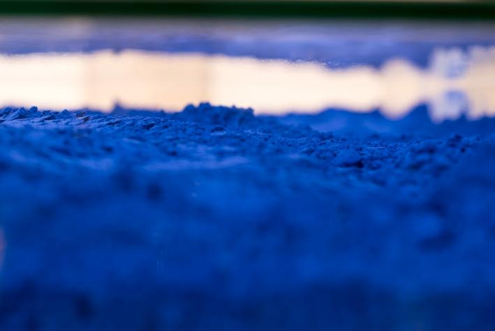 Yves Klein   Table bleu   1961  Plexiglass, pigmento IKB, metal cromado, madera  100 cm x 125 cm x 38 cm