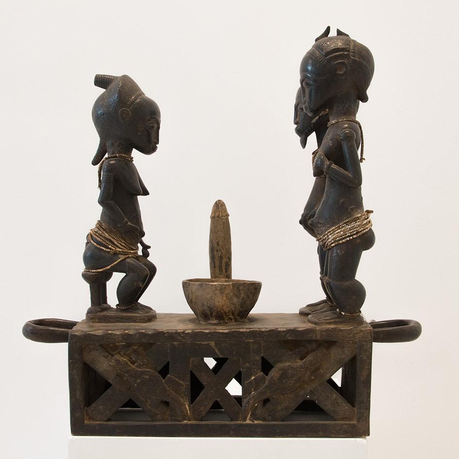 Costa de Marfil  Altar de la fertilidad Baule  Finales del s.XIX  Talla en madera  55 x 58 x 18 cm