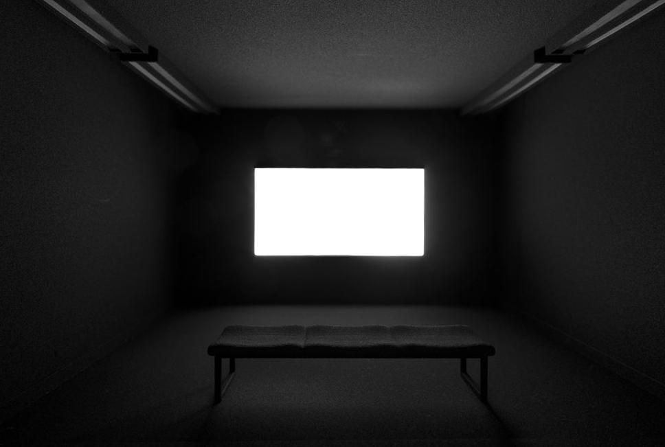 Screening Room, 2017 Nylon, lámpara led, mdf, eléctrica 20 x 32 x 34 cm