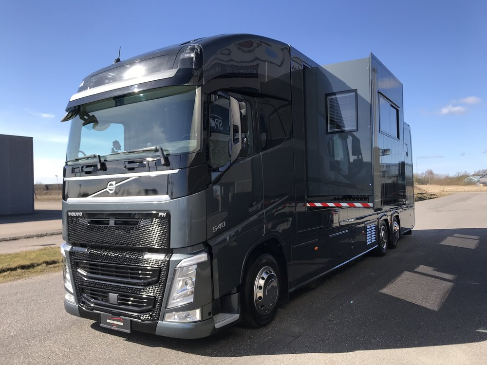 VOLVO FH 540 STX - 6 HORSES LIVING WITH POP-OUT