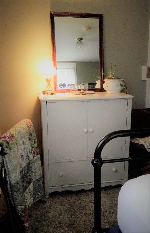 Room 2 Vanity full (2).jpg
