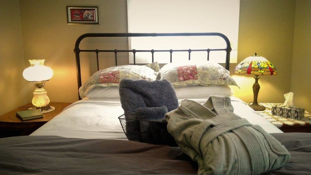 Room 2 bed (2).jpg