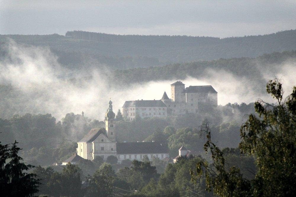 Lockenhaus Kirche und Burg c Pichlmayer