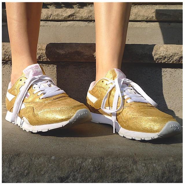 Glitter_gold_reebok.jpg