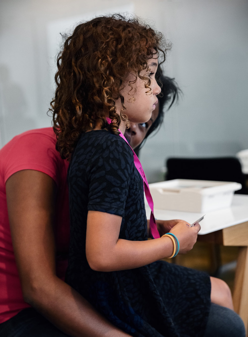 Vad gör vi? - Here is a description of your mission and goals.Vi vill, från en ungdoms perspektiv, bidra till en ökad förståelse hos vuxna kring hur ungdomar och barn i dagens samhälle tänker och fungerar. Framförallt i kombination med dagens sociala medier. Vi tror att en ökad förståelse bidrar till ett bättre socialt klimat och ett starkare band mellan föräldrar och barn.Learn More