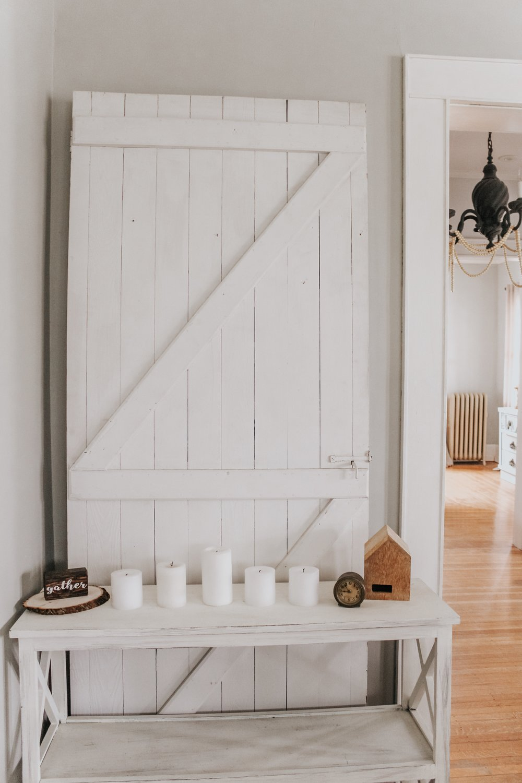 Winter decor with the barn door
