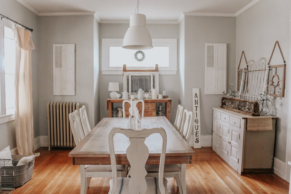 Winter dining room decor