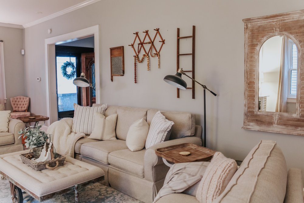 Winter decor in the living room