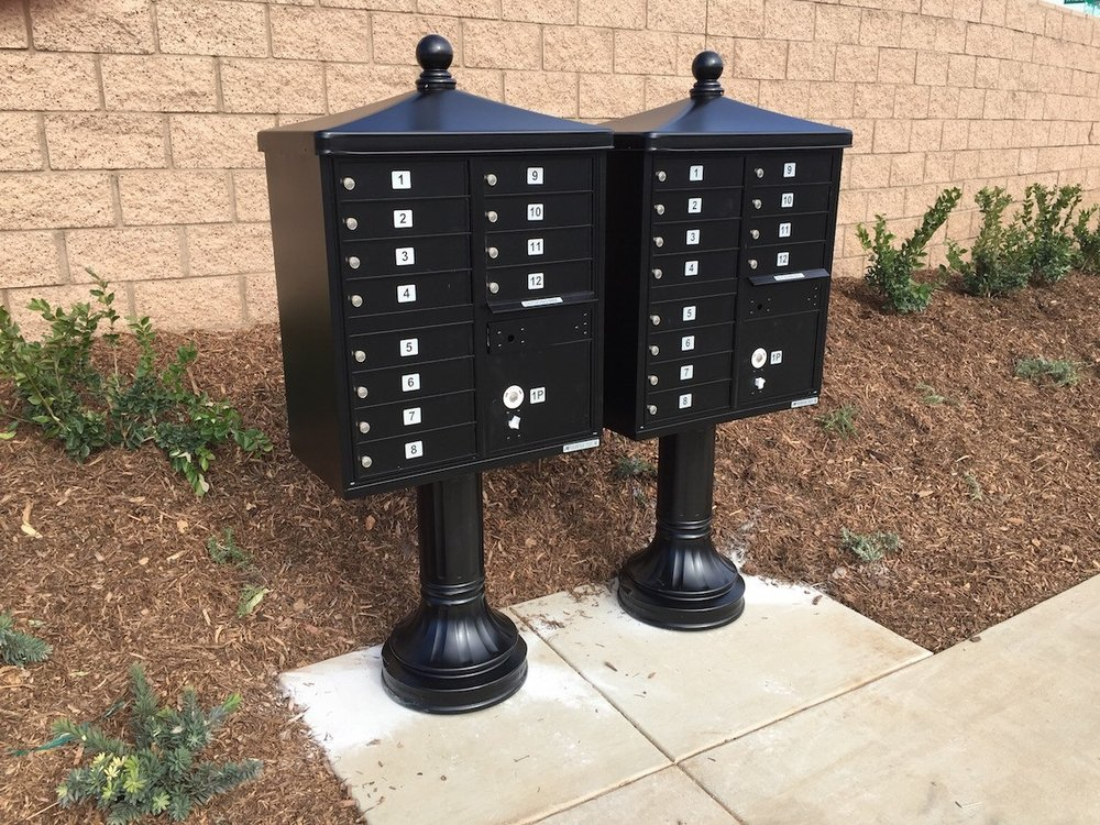 CBU_mailboxes_with_traditional_decorative_package.jpg