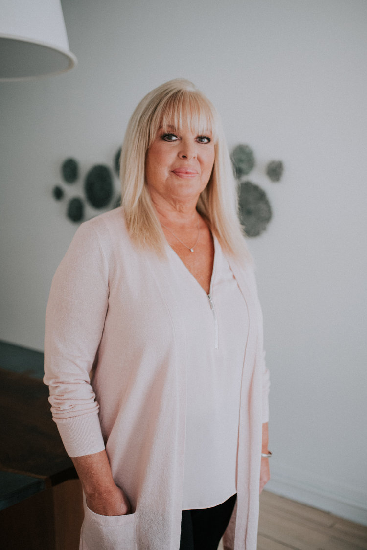 debbie dicillostudio manager - Contributing a diverse background in visual merchandising and customer service, Debbie is focused on keeping the studio on track, managing operational support and outreach.Debbie has spent nearly sixteen years working alongside interior designers. She is inspired by creative atmospheres and looks forward to every day being a fresh start with a new to do list to tackle.