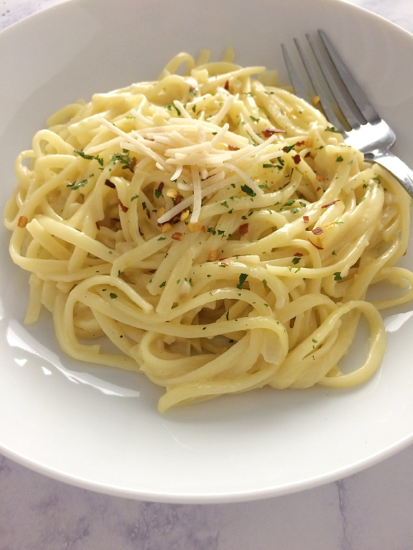 Creamy Vegan Garlic Linguini