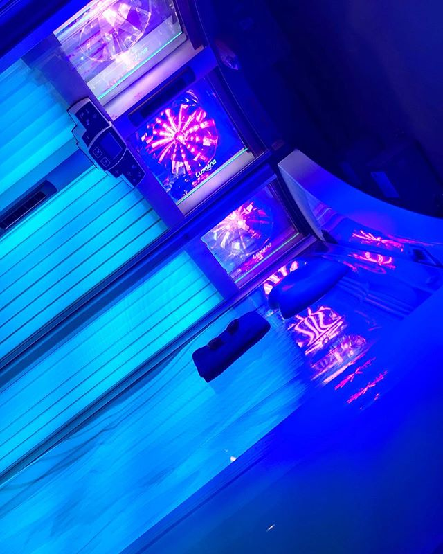 🌟Did you know?! ..🌟 Tanning beds offer the most controlled way for your body to naturally produce Vitamin D3. Top medical experts agree the benefits of moderate indoor UV exposure far outweigh the risks. Vitamin D3 is crucial in the fight against infection and disease. ☀️ Our Platinum and Diamond level beds have 2% to less than 1% UVB rays, and  mostly UVA bronzing rays, which gives you the most controlled way to get a natural looking bronze tan! . . . . . #sunstudiola #summertan #tangoals #tanningbed #tanfordays #tanning #naturaltan #summerready #venicebeach #venicecanals #venice_sunsets #veniceboardwalk #veniceboutique #venicecalifornia #marinadelrey #mdr #playadelrey #playavista #siliconbeach #mothersbeach #dockweilerbeach #ballonalagoon #santamonica #santamonicapier #culvercity #oceanpark #goldsgymvenice #losangelesmodel #lafashionblogger #lamodels