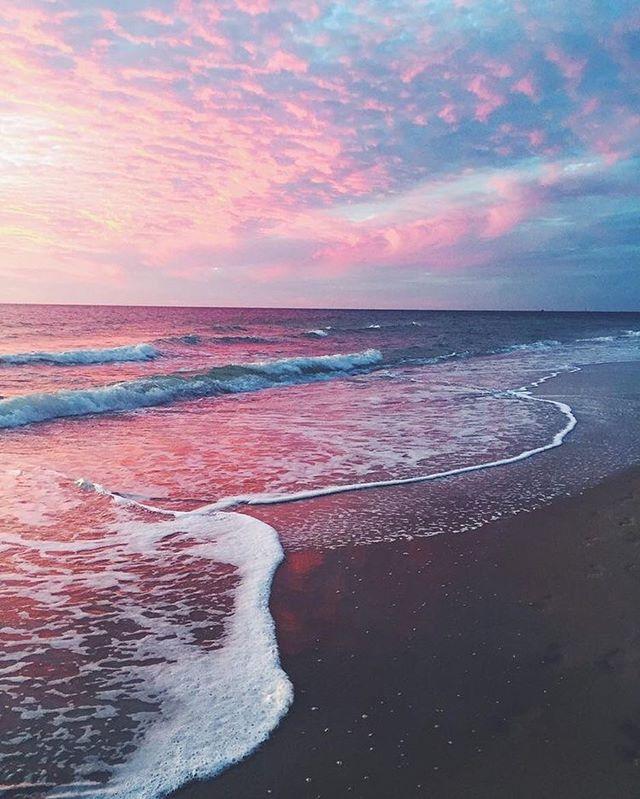 Beach sunsets are everything 😍✨💖💜 . . . . . #sunstudiola #redlight #redlighttherapy  #skincare #healthyskin #summertan #tangoals #tanningbed #tanning #naturaltan #summerready #spaday  #venicebeach #venicecanals #venice_sunsets #veniceboardwalk #veniceboutique #venicecalifornia #marinadelrey #playadelrey #playavista #siliconbeach #dockweilerbeach #ballonalagoon #santamonica #santamonicapier #culvercity #losangelesmodel #lafashionblogger #goldsgymvenice