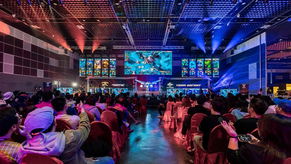 Image-5-The-crowd-watches-DOTA2-being-played-at-the-Grand-Finals-between-Teams-Fnatic-and-Secret-at-Singtels-inaugural-PVP-Esports-Championship.-e1539167448167.jpg