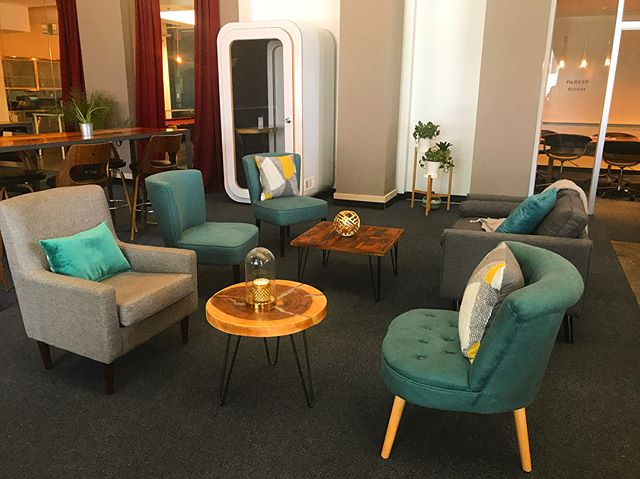 Our lounge furniture is as comfy as it is swanky! Picture yourself working here. . Visit the link in our bio for more information, or to schedule a tour today!