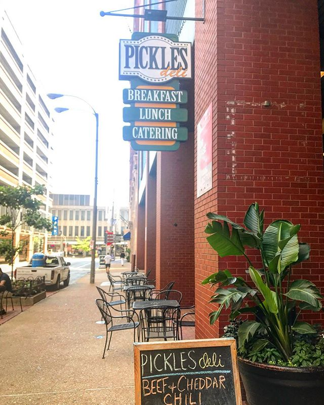 One of the many benefits of working out of Covo STL is our convenient location in Downtown St. Louis! We are within a few square blocks of numerous restaurants, local attractions & much much more. . Today, one of our coworkers ordered @picklesdelistl to go, picked it up & was back at their desk within 10 minutes. At Covo STL, you invest in family, convenience & an urban lifestyle. . Visit the link in our bio to learn more about us today!