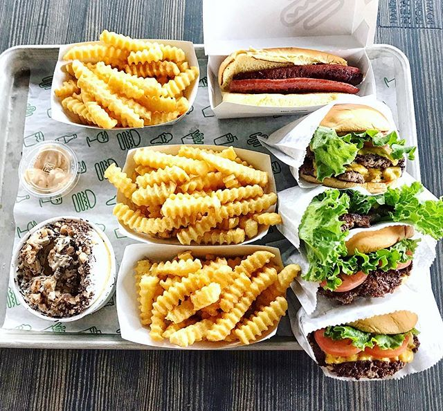 Still trying to decide if Shake Shack is better than In-N-Out 🤷🏻‍♀️ What do you think? Weigh in on the comments...