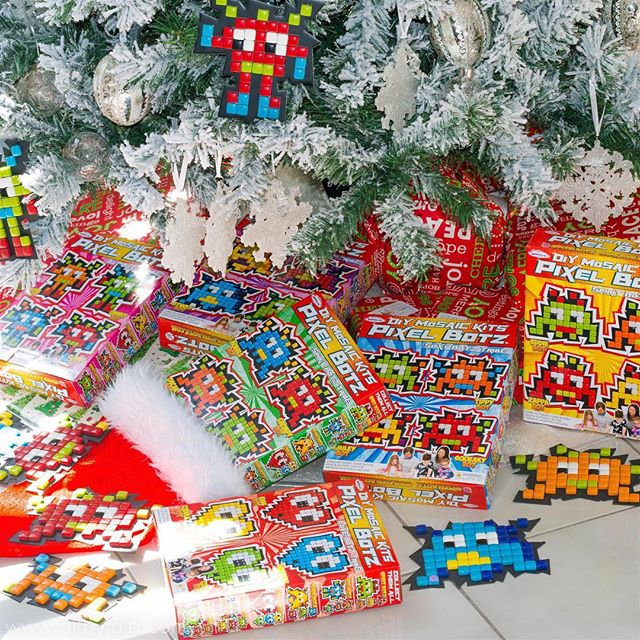 Have you got Pixel Botz under your tree this Christmas? Head into the craft aisle of your local Bunnings now and avoid the crazy shopping centre rush! #christmas #pixelbotz #art #craft #craftkit #mosaic #retro #glass #mandalaart #bunnings #bunningswarehouse #diy #kids #fun #artbyjaja #mamosaics