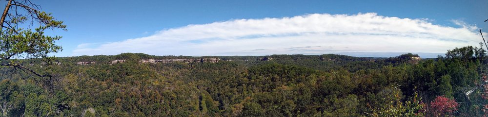 A gorgeous panoramic view on Auxier Ridge Trail