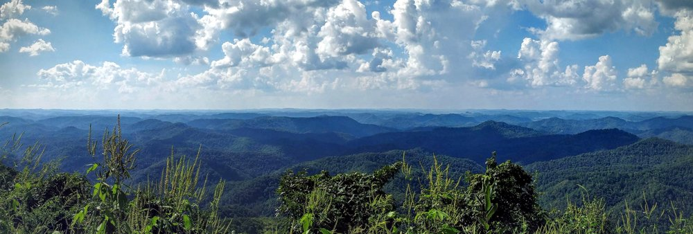 A panoramic view from Pine Mountain Trail