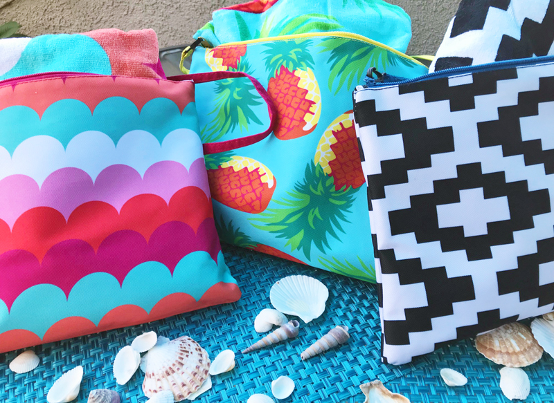how adorable are these zippered beach bags with matching lightweight beach towels?! Order now to get your first choice!