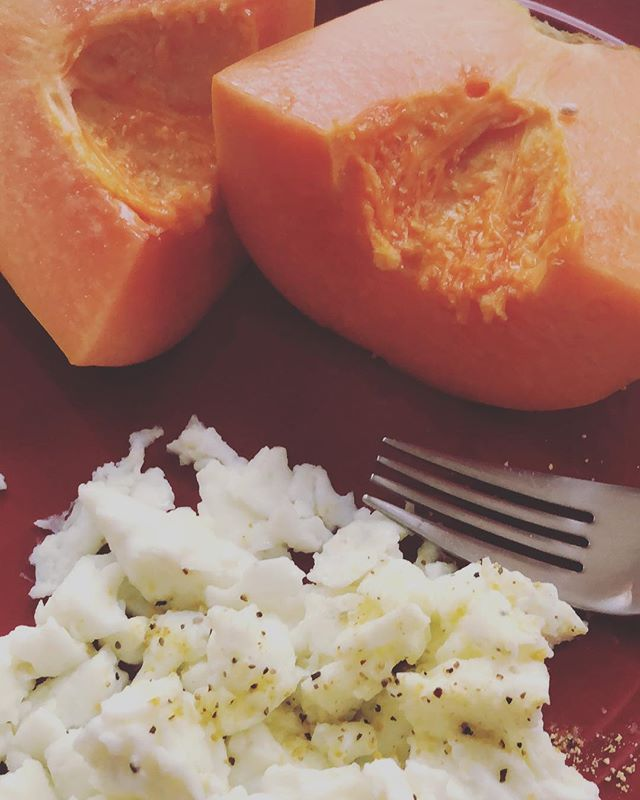 Breakfast is served. #papaya and #eggwhites. . . . . . #diabetic #breakfast #getupandgo #dmvhealthy #diabetesawareness #houstonhealthy #diabetes #health #brownandhealthy