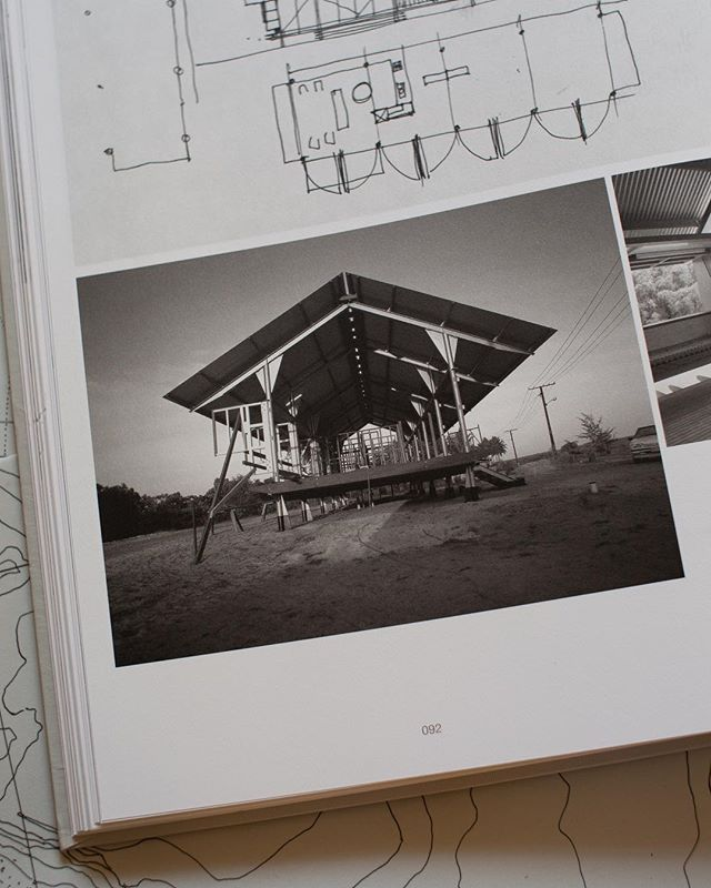 The oversized gusset plates of the Marika Alderton House, Yirrkala, Eastern Arnhem Land (1991-93) are critical to the structure's cyclone proofing. . . . . . . . . #glennmurcutt #glennmurcuttmasterclass #architecture #architecturelovers #australianarchitecture #archidaily #design #designinspiration #book #glennmurcuttfolio #touchtheearthlightly #architect #book #sydneylocal #architecturebooks #australiandesign #marikaaldertonhouse