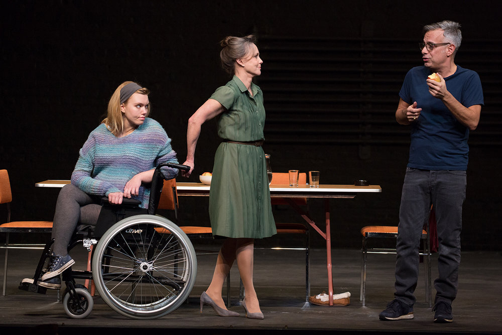the-glass-menagerie-madison-ferris-sally-field-and-joe-mantello.jpg