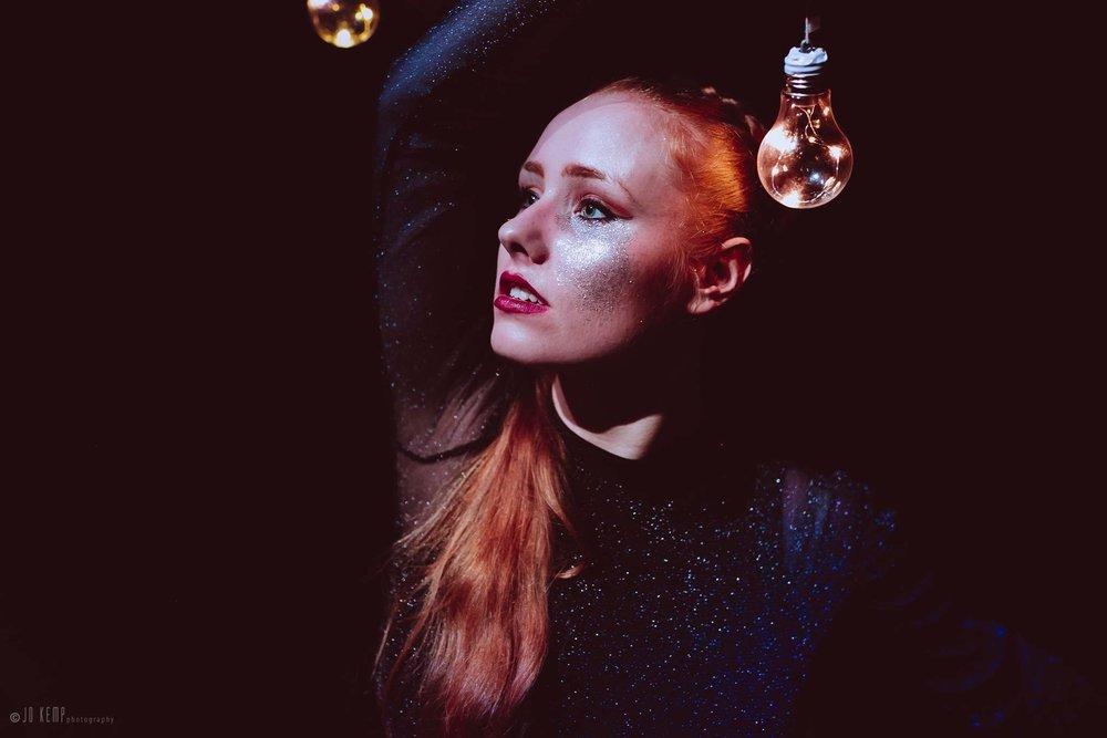 DANSFÖRESTÄLLNING - Ljuset – en dansföreställning med den samiska dansaren Liv AiraEtt ljus i mörkret är det som får oss att fortsätta, ett ljus i mörkret kan vägleda, påminna oss om vad som redan finns här men också om vad som kommer att komma.Speltid: 15 minLokal: Sámi Duodji Sameslöjdstiftelsen, Porjusvägen 4, JokkmokkTid: Lördag 8 december kl. 15.00Arrangör: Sámi Duodji i samarbete med Jokkmokks kommun, Kultur & FritidBild: Jo Kemp