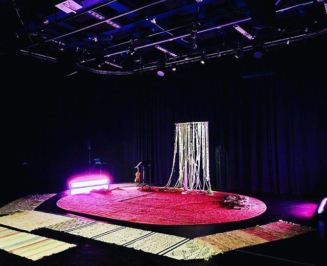 Dags för premiär av Sidenpiloterna som är en dansföreställning för 3-6-åringar! Mys 🌈💞