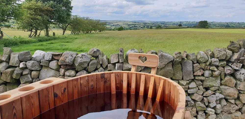 lodges with hot tub in derby peak district
